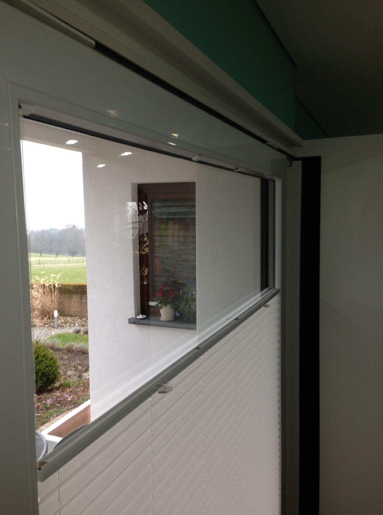 untermontage in der glasleiste f r rechteckige senkrechtfenster plissee. Black Bedroom Furniture Sets. Home Design Ideas